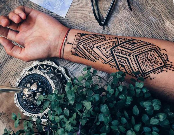 Henna tattoo on males