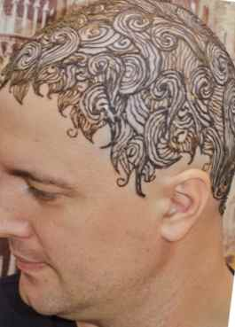 Men's tattoo with henna on the head