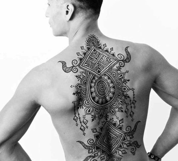Men's tattoo with henna on the back